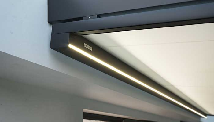 markilux 779 with integrated LED line light